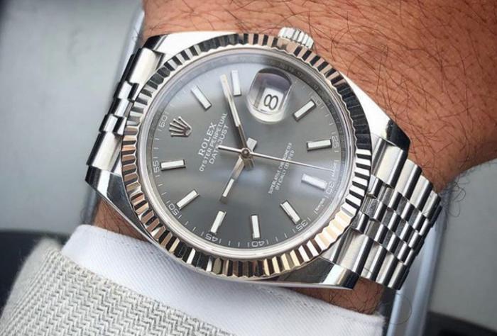 Rolex Submariner vs. Rolex Datejust | WatchShopping.com
