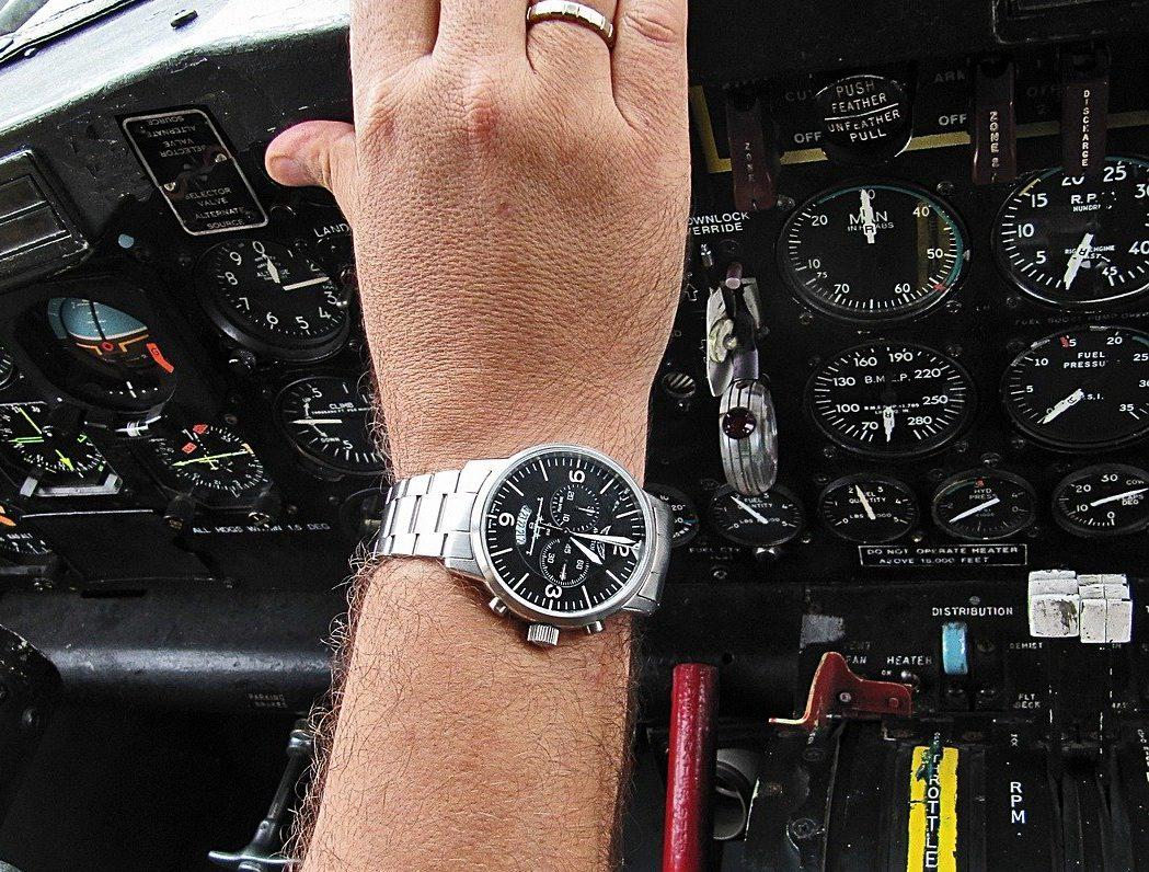 15 Best Pilot Watches for the Flying Aficionados