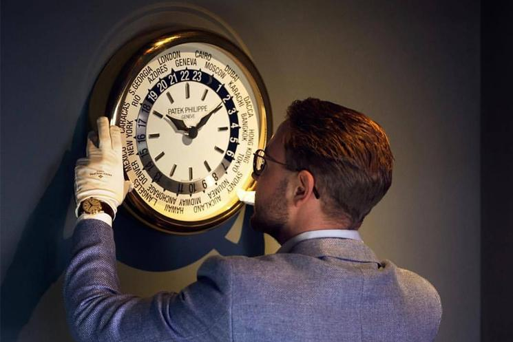 10 Luxury Wall Clocks to Upgrade Your Home or Office