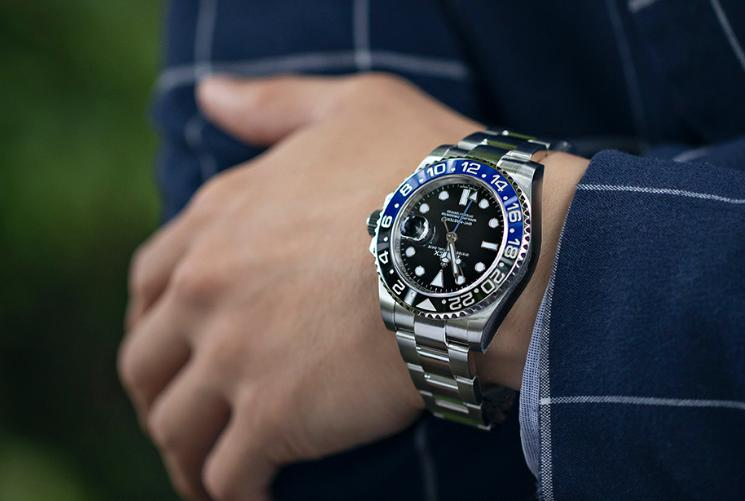 How to Use a GMT Watch