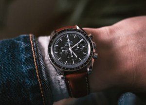 4 Simple Ways to Style Your Watch
