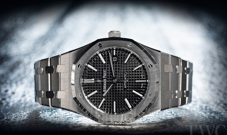 ad6a0b0f7af The story of the Audemars Piguet Royal Oak is one that takes a bold step  outside of traditional norms to create something truly unique.